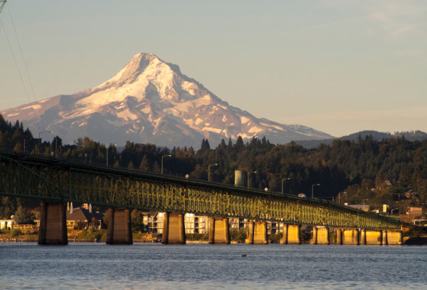 Bridge over Columbia to Hood River Oregon Cascade Mountian
